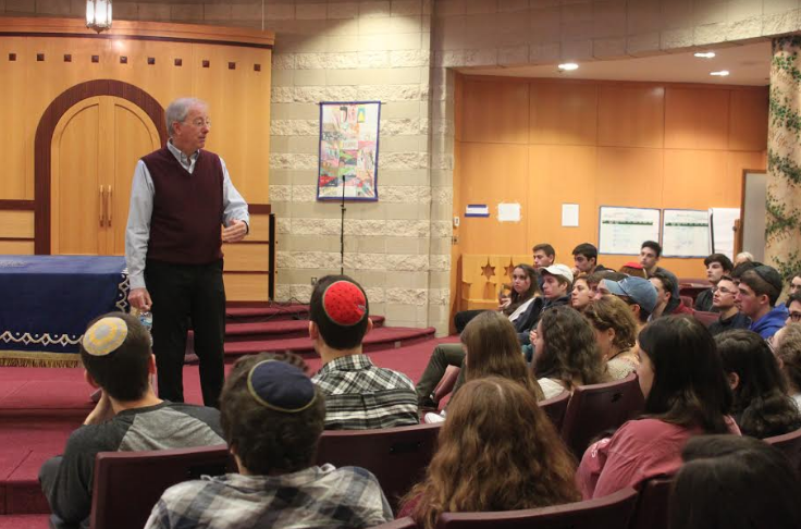 Ambassador+Dennis+Ross+speaks+to+the+senior+class+on+Dec.+7+in+the+Beit+Midrash.+