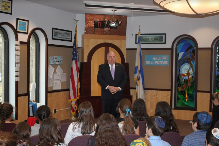 Maryland+Governor+Larry+Hogan+meets+with+the+fifth+grade+students+in+the+Beit+Midrash+on+Dec.+16.+