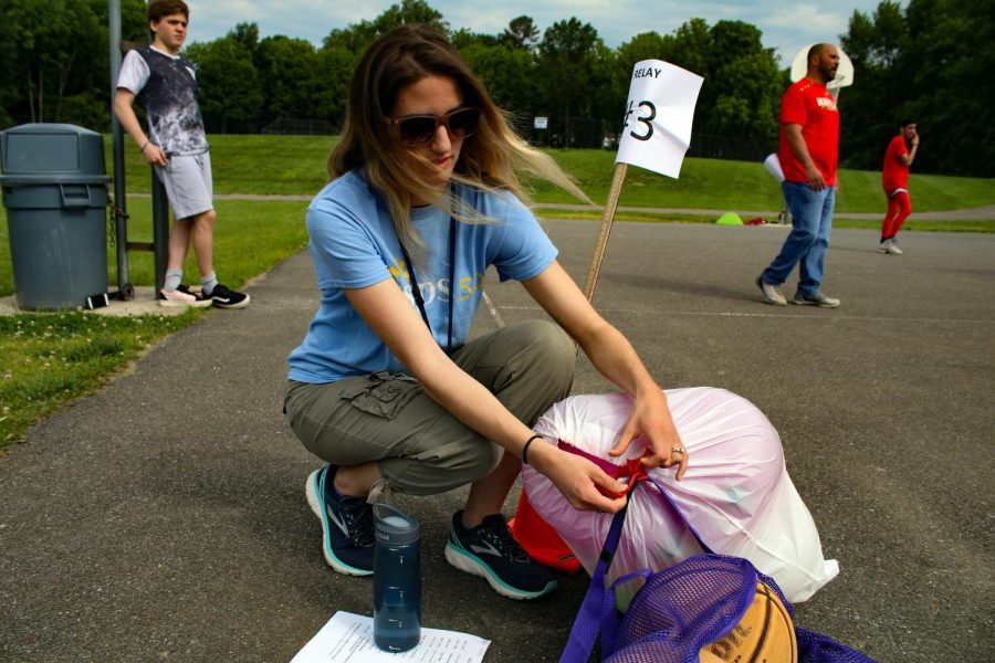 English teacher Melissa Tomanelli mans the balloon toss station of the relay race.