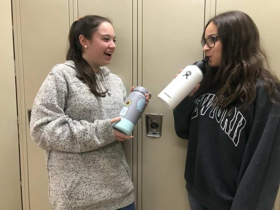 Seniors+Leah+Simon+and+Naomi+Jaray+use+their+Hydroflask+bottles%2C+the+most+recent+water+bottle+trend.