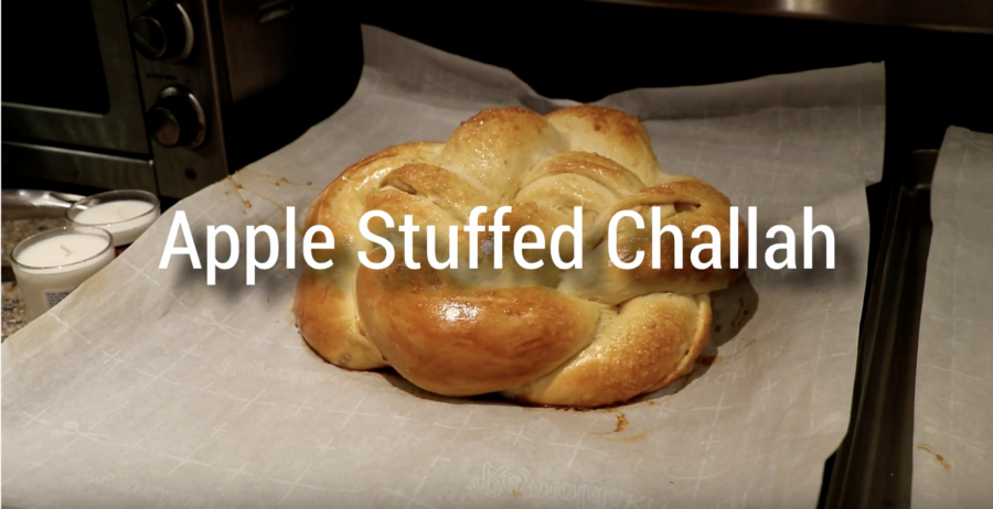 Here's a breakdown of how to make a Rosh Hashanah-themed apple-stuffed challah.