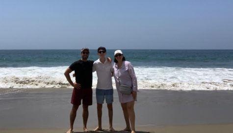 Lincoln Aftergood stands on the beach with his mother and cousin in California over the summer.