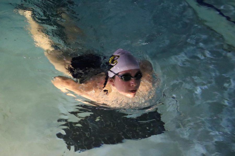Freshman Yaeli Greenblum swims laps during practice.