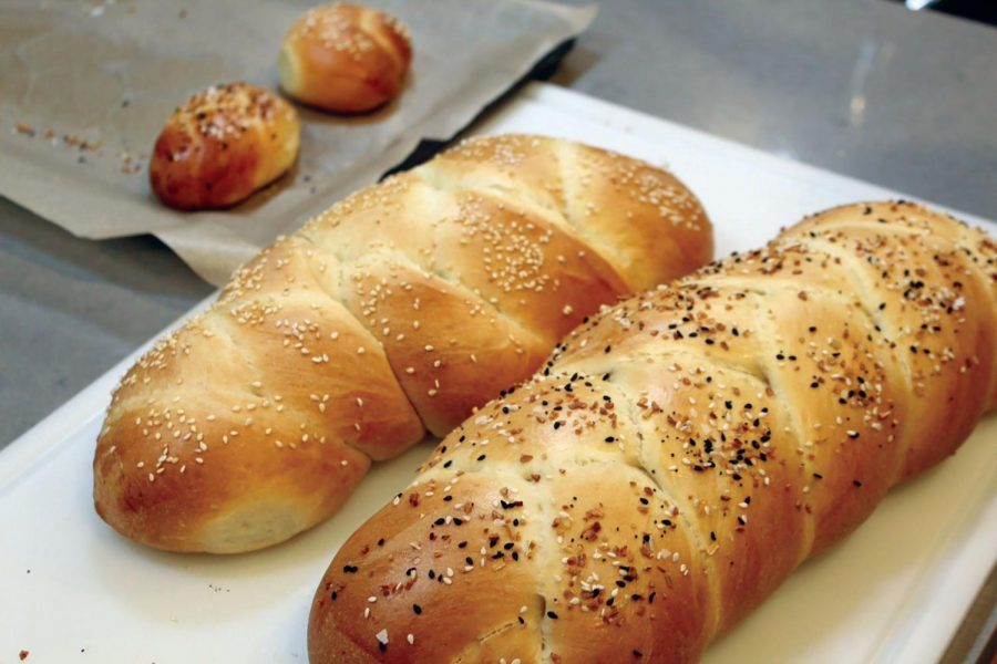Sesame+and+Everything%2C+two+signature+flavors.+Featured+below%3A+Coby+Malkus+puts+the+finishing+touch+on+his+challah.