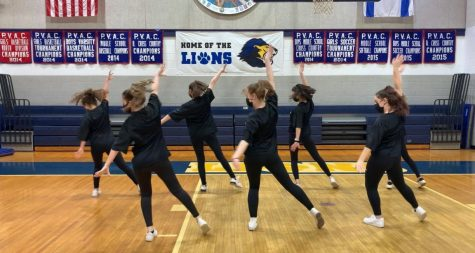 After spending the season working on routines, the dance team filmed their final performance to be shown at Kabbalat Shabbat.