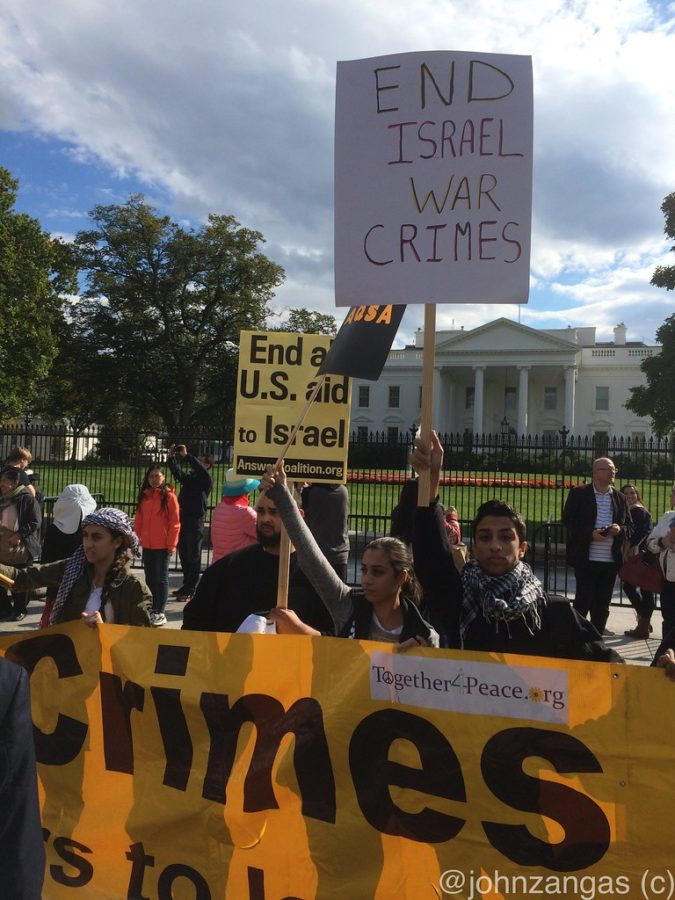 A+crowd+gathers+outside+the+white+house+to+protest+the+actions+of+Israel.+