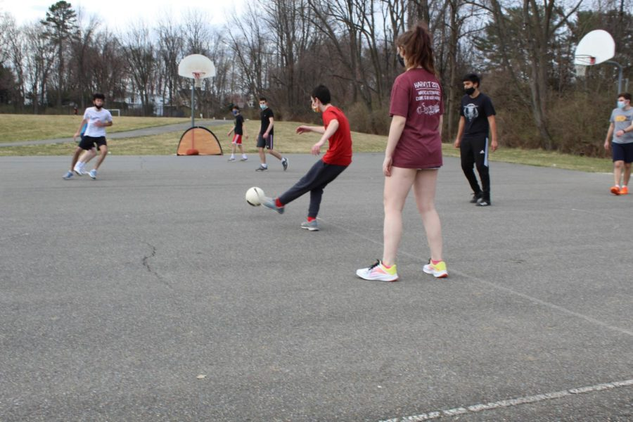 Soccer+players+scrimmage+during+practice+as+part+of+their+routine.